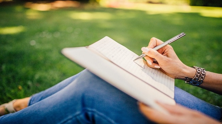 Efficient Tips on How to Write a Creative Essay